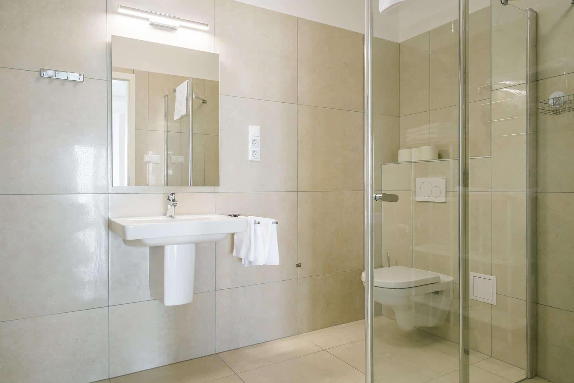 Prémum minőségű vízparti balatoni panorámás Apartmanok Keszthely - fürdőszoba.