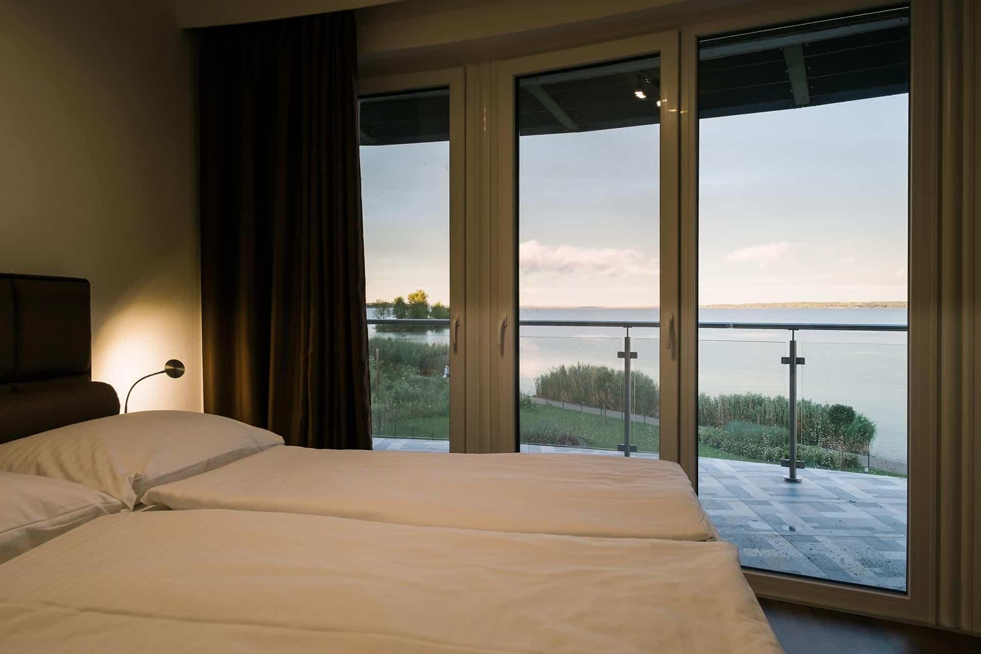 Vízparti Apartmanok Keszthely - balatoni panoráma a hálószobából.