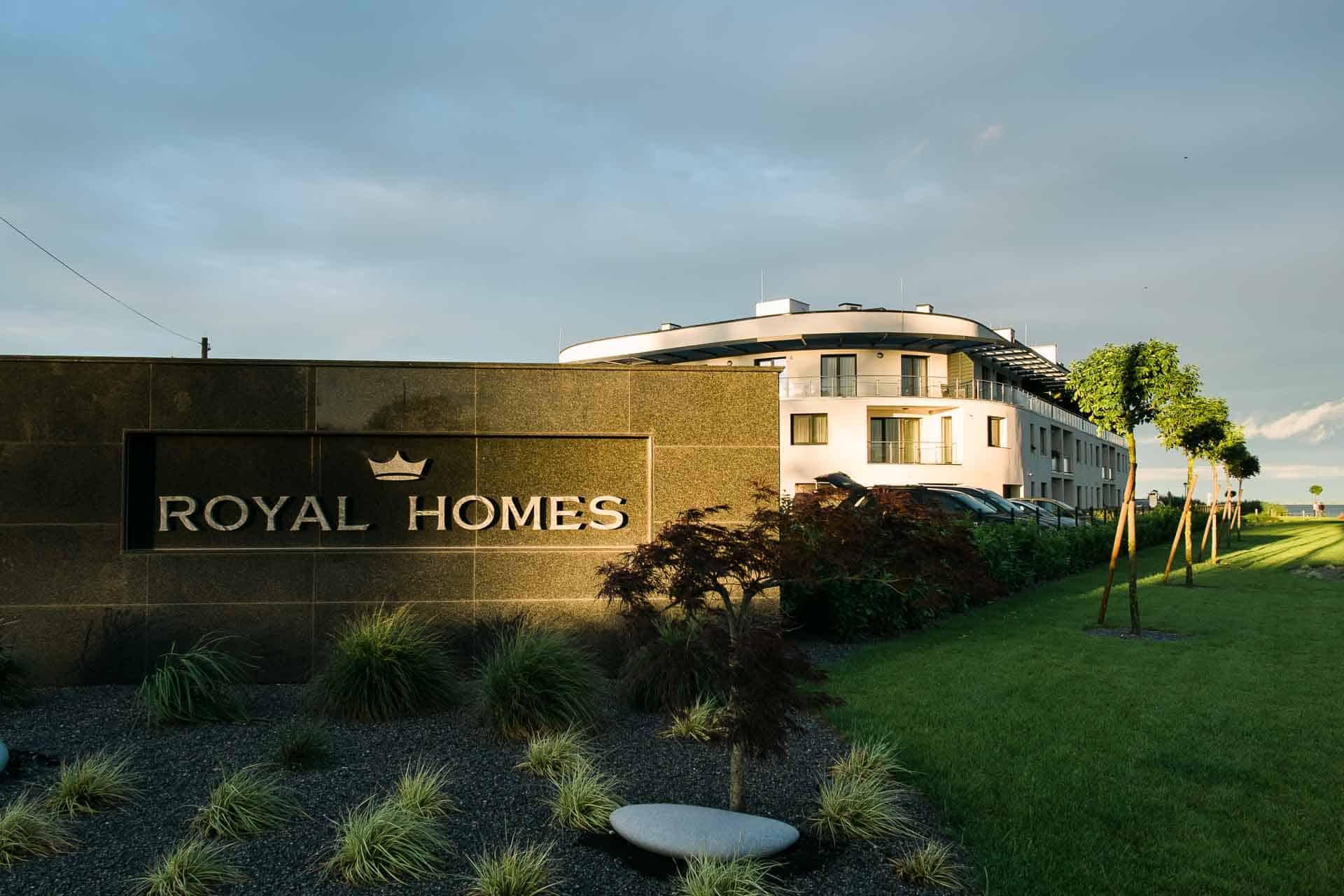 Vízparti balatoni panorámás Apartmanok Keszthely - Royal Homes apartmanház épület.