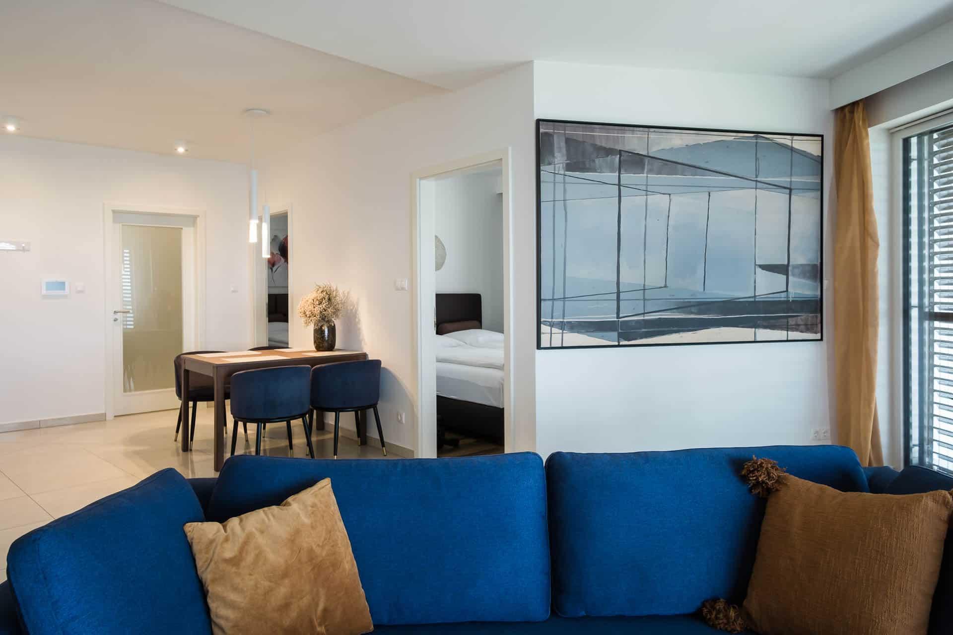 Vízparti Apartmanok Keszthely - nappali az étkezővel.