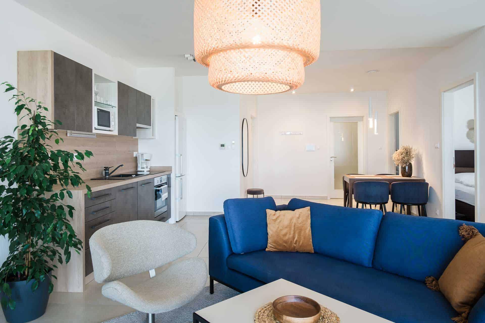 Vízparti apartman Keszthely - nappali szoba konyhával és étkezővel.