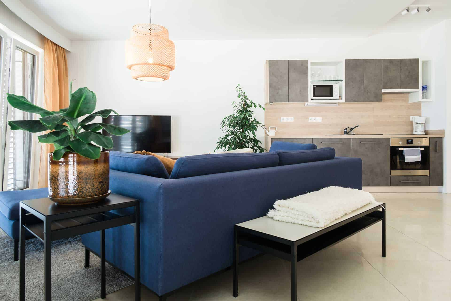 Vízparti apartman Keszthely - nappali szoba konyhával.