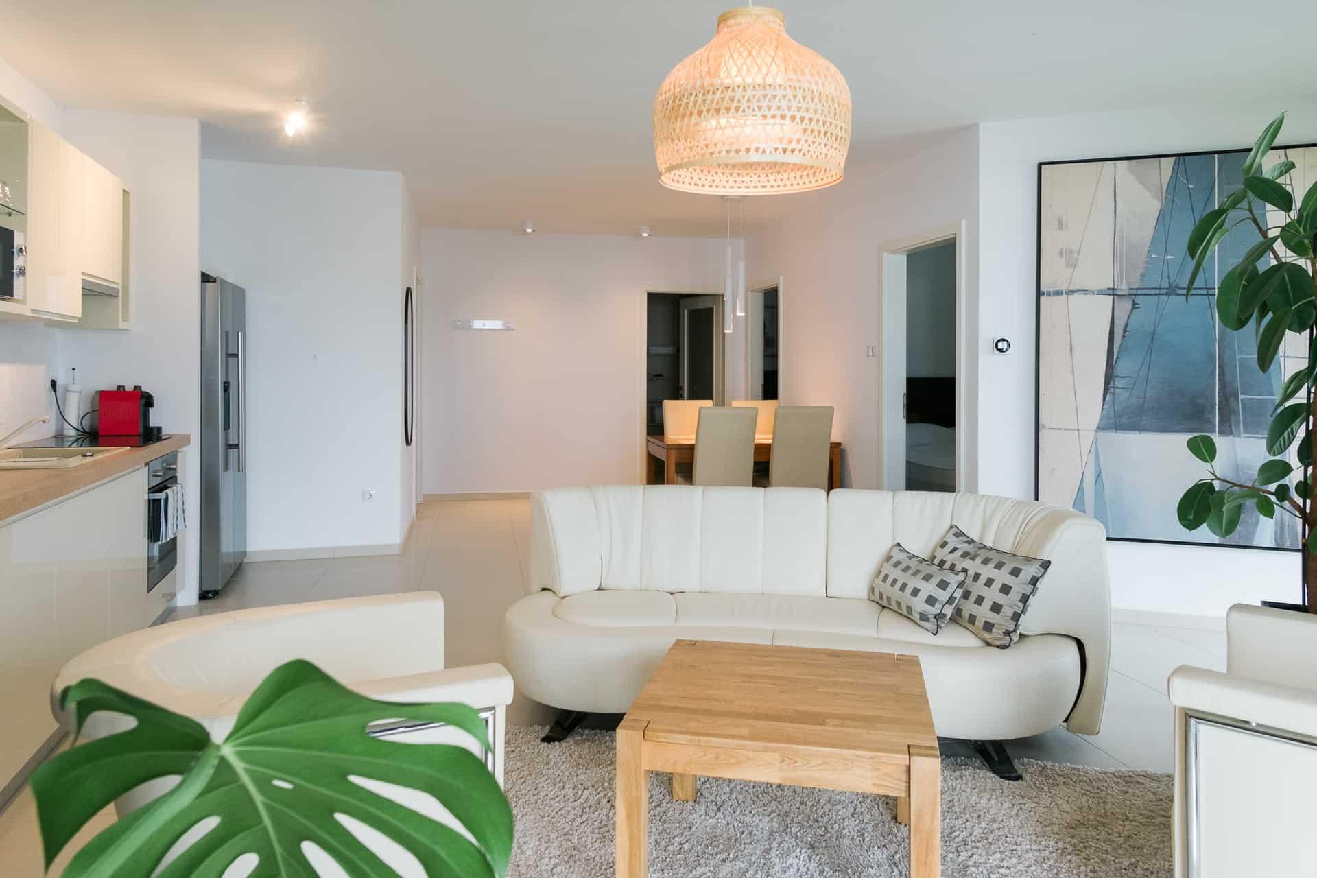 Vízparti balatoni panorámás Apartmanok Keszthely - nappali , háló, érkező és konyha.