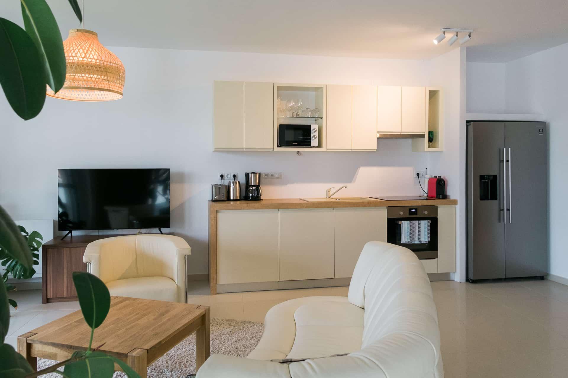 Vízparti balatoni panorámás Apartmanok Keszthely - nappali konyhával.