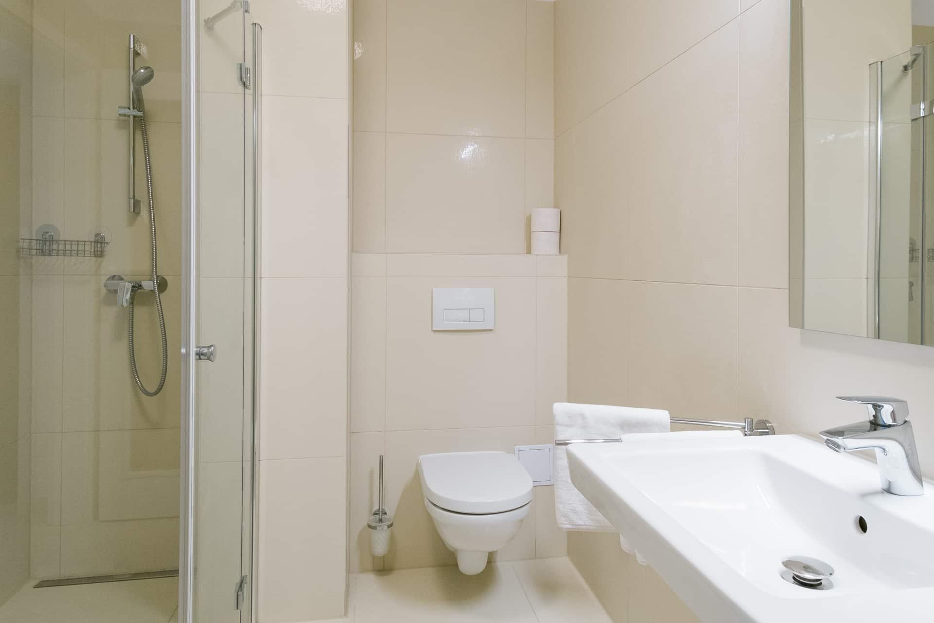 Vízparti balatoni panorámás Apartmanok Keszthely - fürdőszoba.